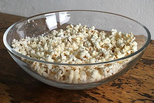 Schüssel mit Popcorn