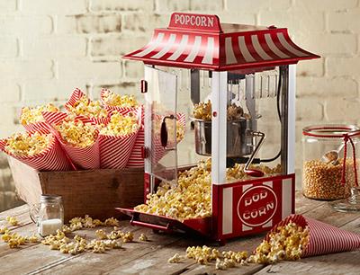 Leckeres Popcorn mit der eigenen Popcornmaschine machen (© jtatumstudios, depositphotos.com)